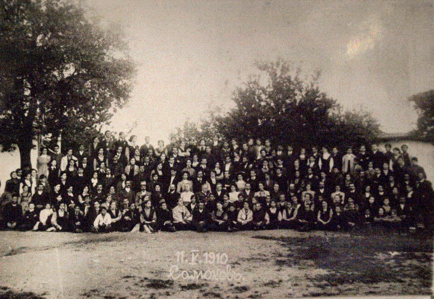 faculty-and-students-at-the-american-school-campus-1910_resizedjpg